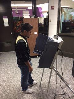 Delphi students practice voting on poll machines