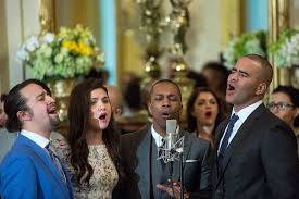 (From left to right) Lin-Manuel Miranda, Phillipa Soo, Leslie Odom Jr., and Christopher Jackson singing with the cast at the White House.