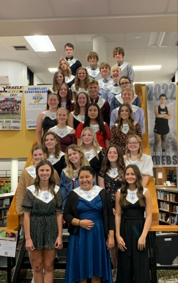 New inductees of NHS pose for a picture on the steps